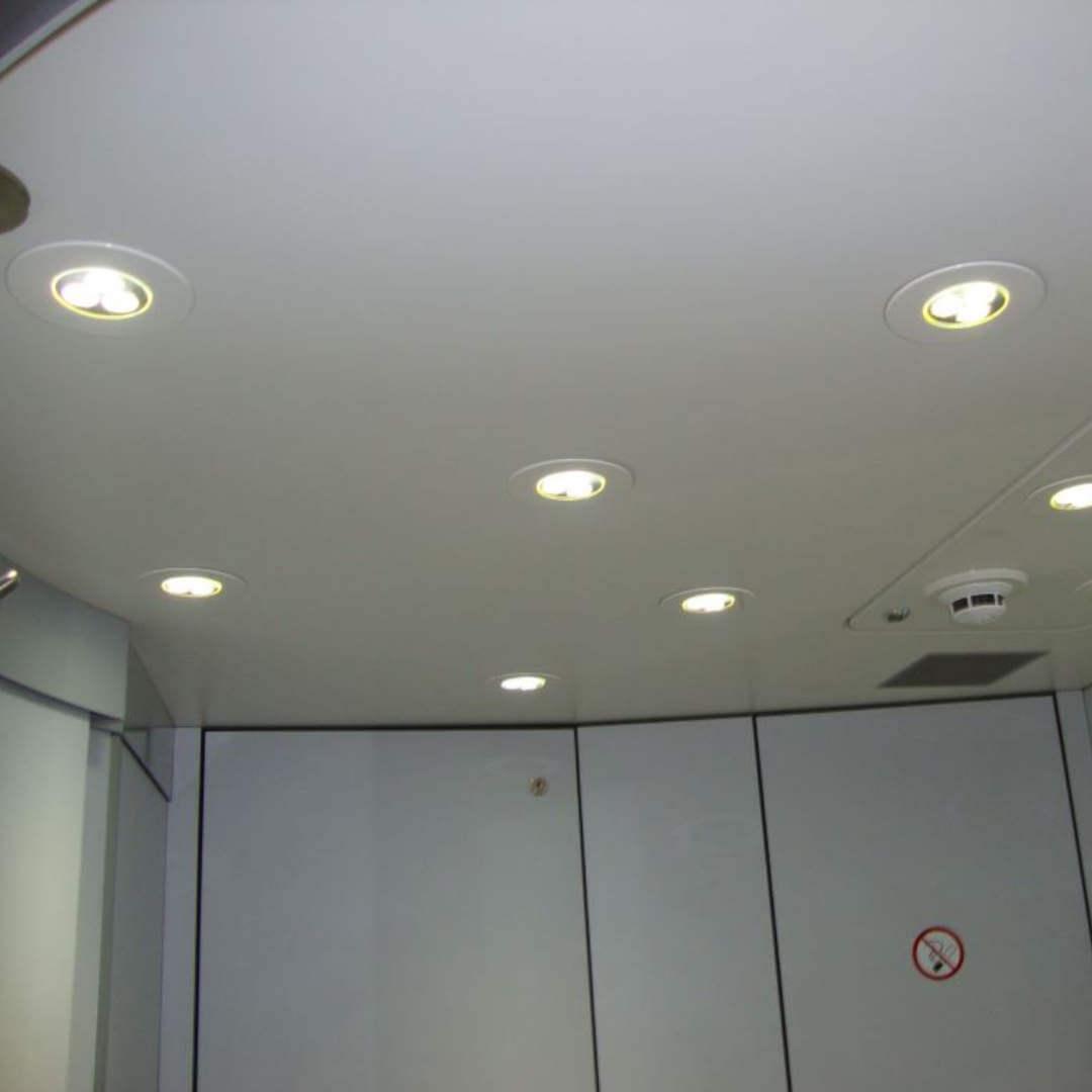 EL50 LED Leuchte als Deckenspot in Bahn