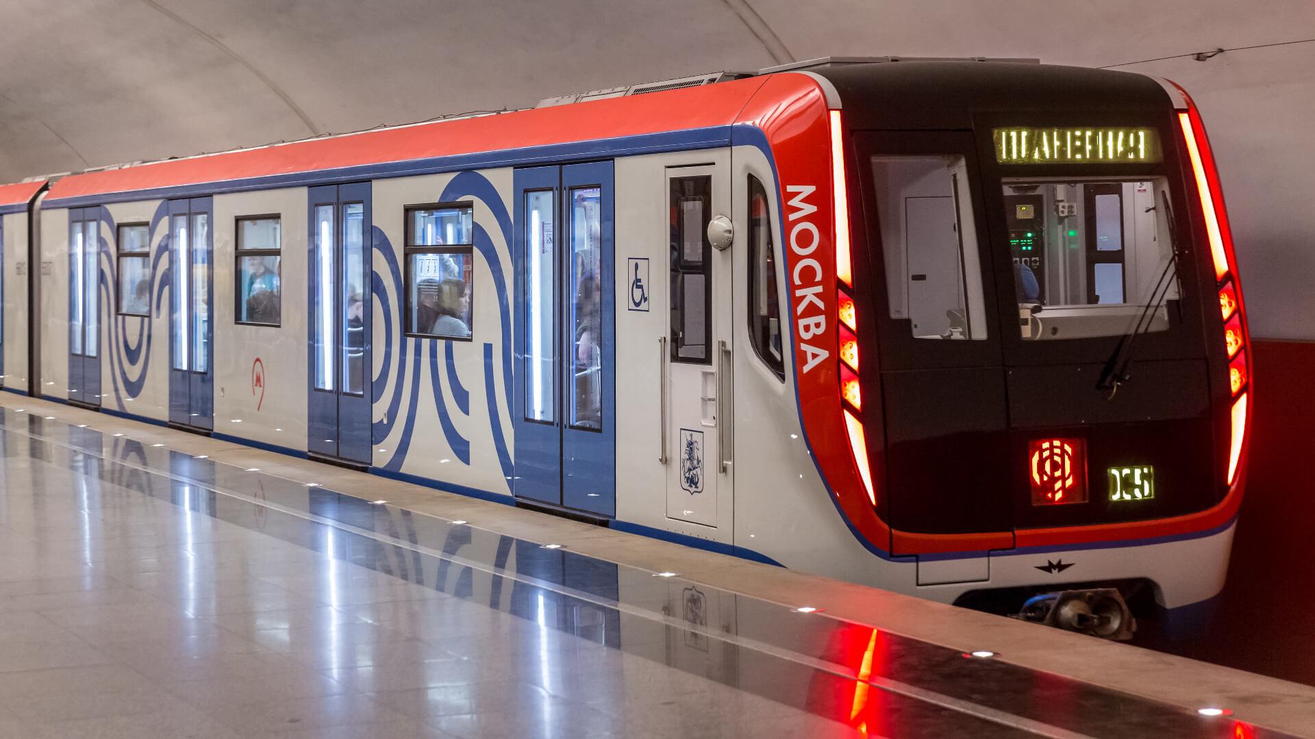 Metro Moskau fahrend Taster Leuchtstreifen TSL