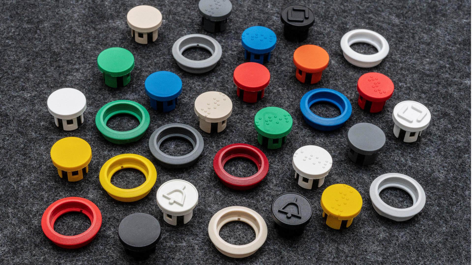 Vielfalt an Farben und Brailleschrift bei Tastflächen